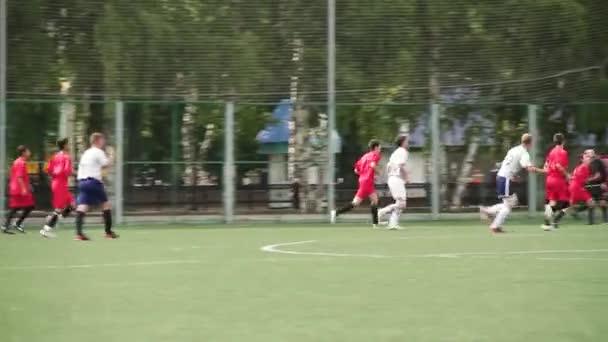Rusko - Moskva, 25 srpna 2018: běží fotbal fotbal hráče. Fotbalisté kopat fotbalový zápas hru. Mladí fotbalisté po míč. Přáteli, kteří hrají fotbal společně. Fotbal