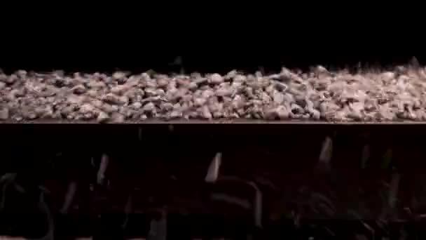 Zařízení pro výběr i drcení drcený štěrk a kameny. Agregace oddělovač nebo stavební písek filer stroj. Kamenné drtící zařízení