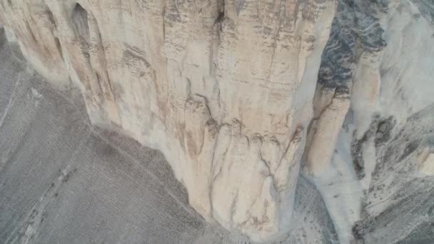 A légi felvétel a szürke hegy tetején fennsíkon a Krím-félszigeten. Lövés. Hegyi táj.