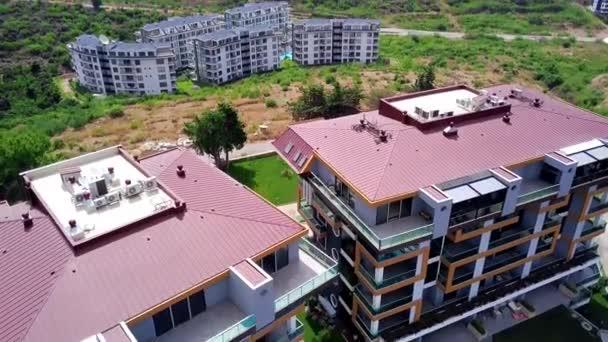 Top vista dei resort con hotel e piscine. Clip. Bellissimi hotel complessi per vacanze estive e ricreazione per tutta la famiglia