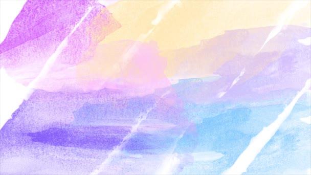 Nahaufnahme von Aquarell-Pinselstrichen auf weißem Hintergrund. Animation. weiche pastellfarbene Streifen, verschiedene violette und blaue Farbschichten auf weißem Papier.