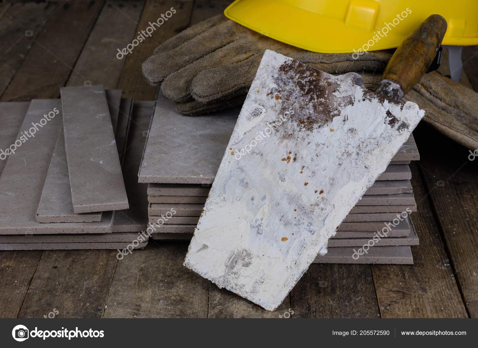 Casco piastrelle strumenti generatore accessori lavoratori edili