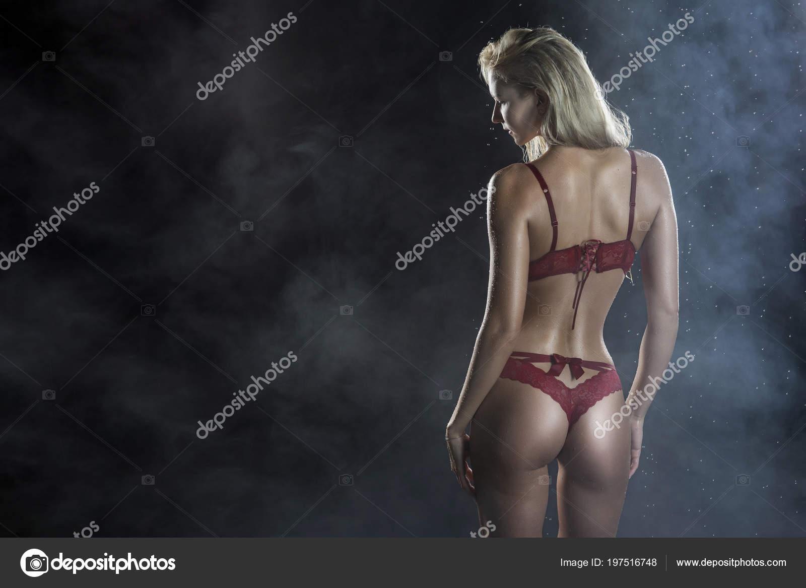 kouří bigtits lízání zadků porno lesbičky