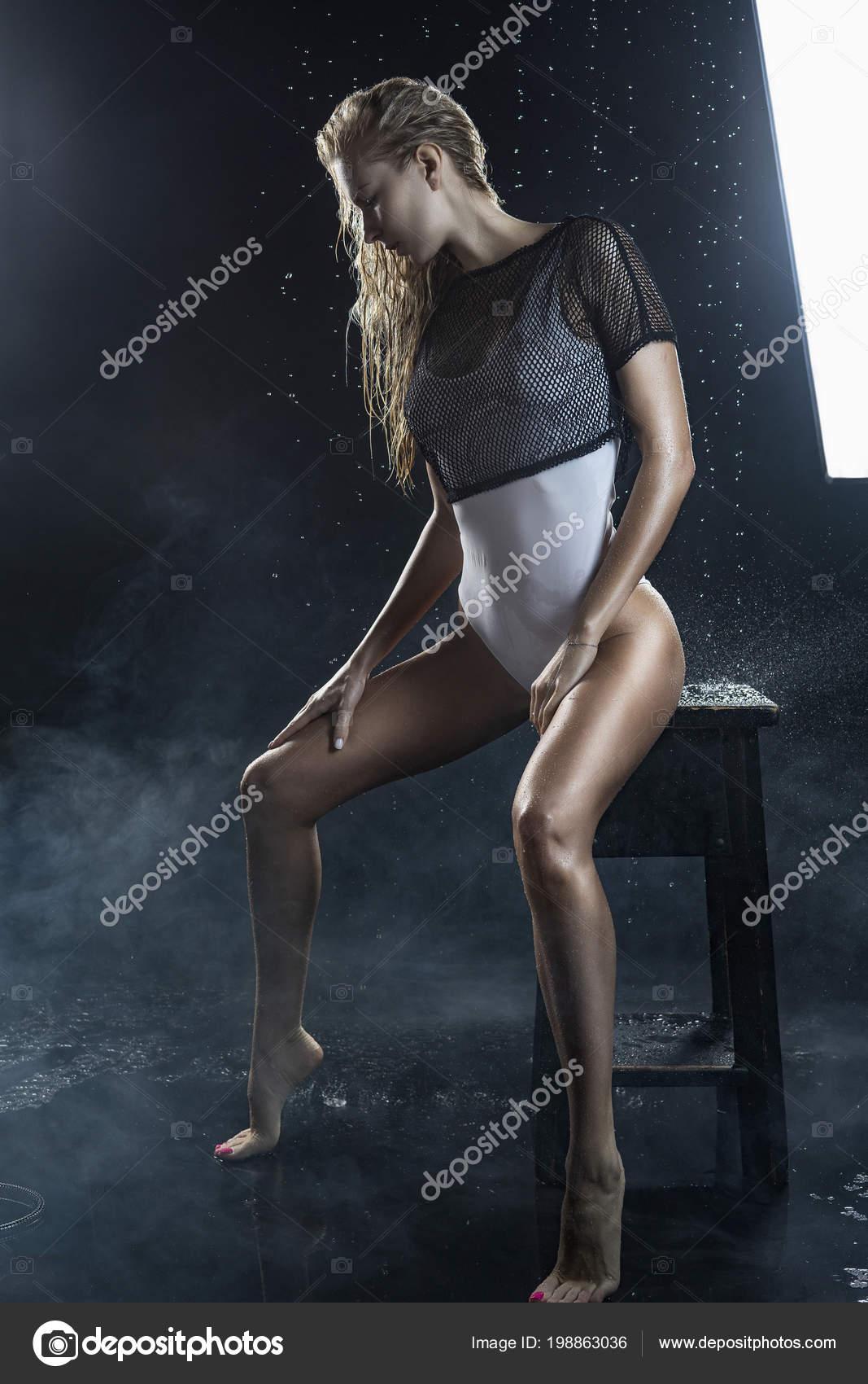 velká blondýnka kouření horké nahé černé dívky kočička