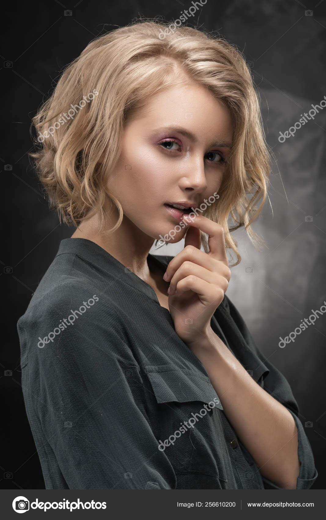 Beautiful girl teen sexy nackt blond
