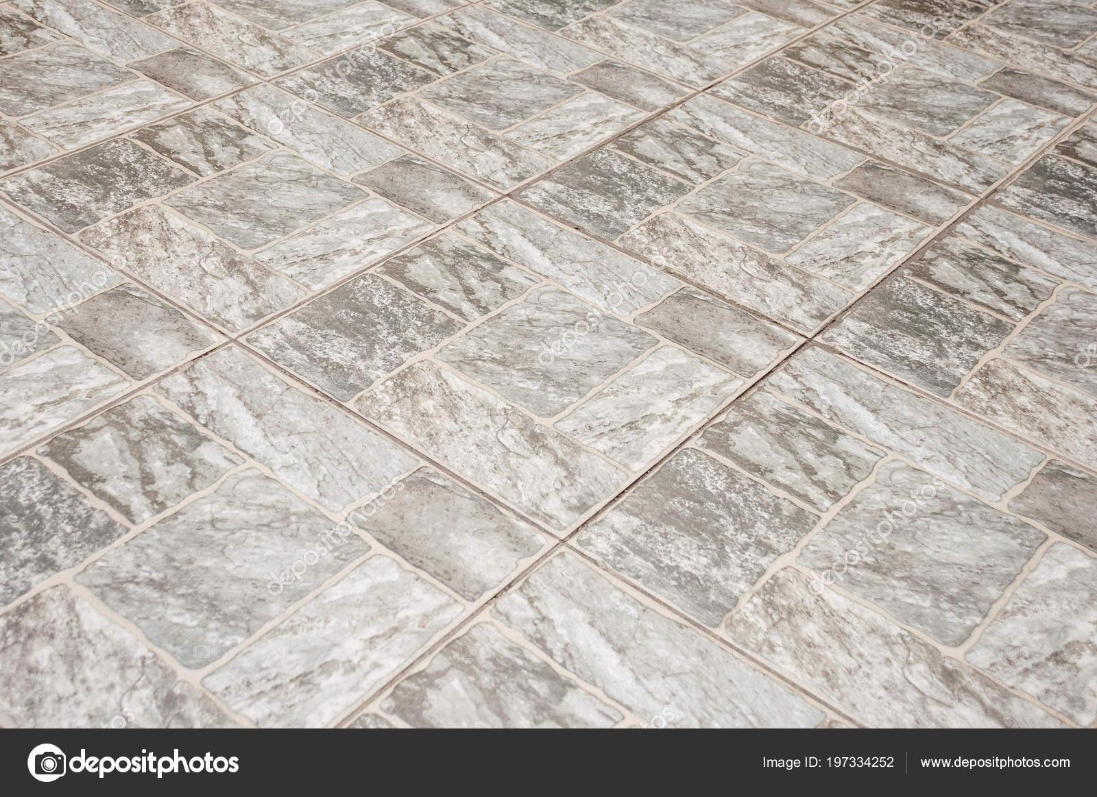 Mattonelle pavimento quadrato grigio forma ciottoli sul marciapiede