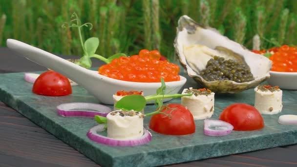 Frischer Kaviar und Meeresfrüchte-Snack Stillleben