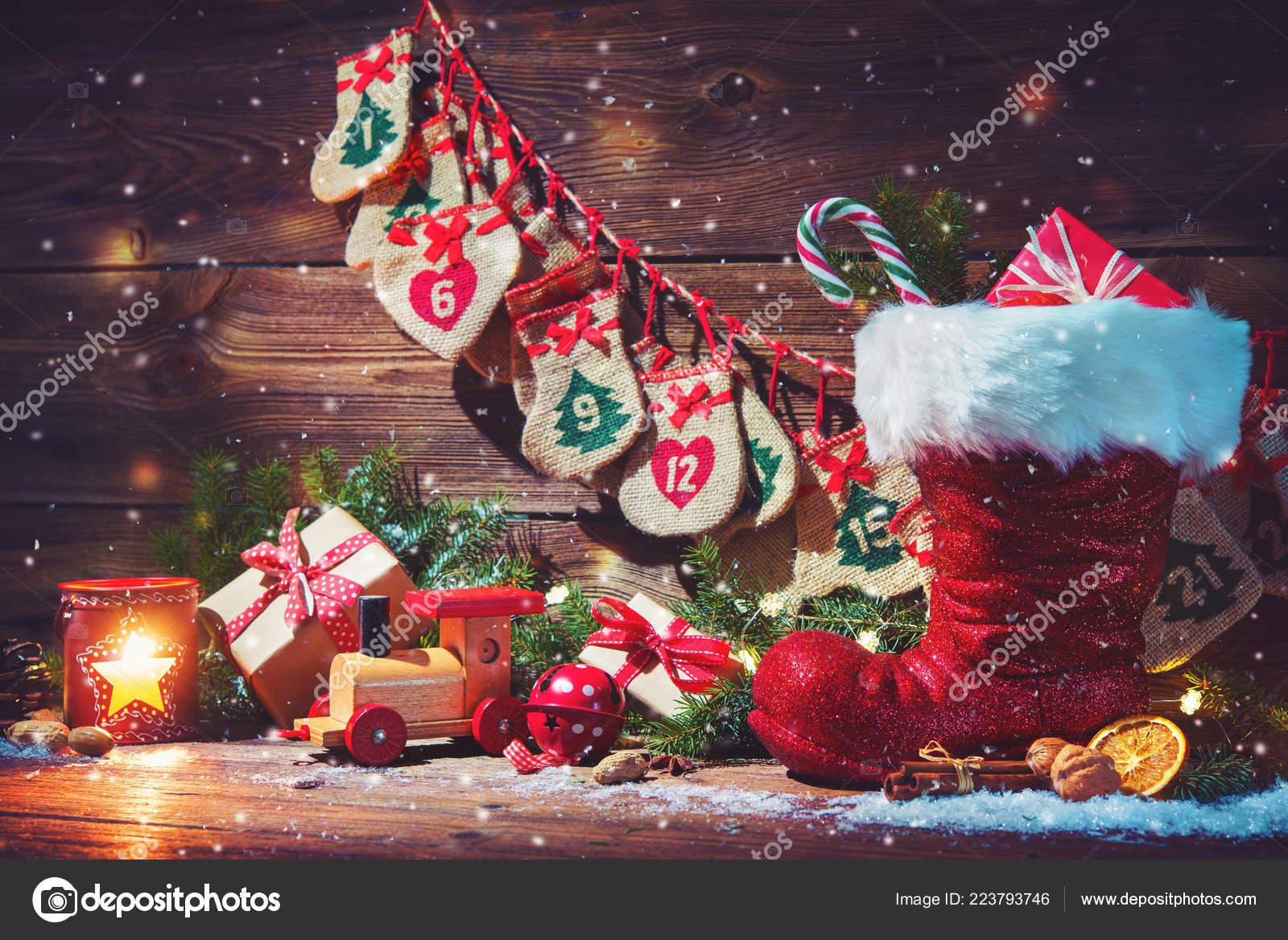 Weihnachten Hintergrund Adventskalender Und Schuh Weihnachtsmann Mit ...