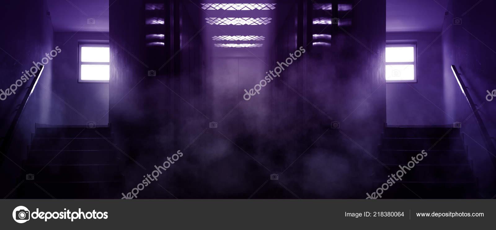 dunklen hintergrund der flur treppe und aufzug rauch neonlicht stockbild