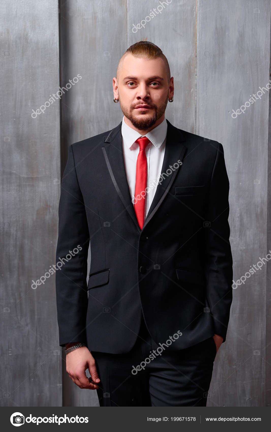 Vente emballage fort france pas cher vente Portrait Jeune Homme Porter Smoking Une Cravate Rouge ...