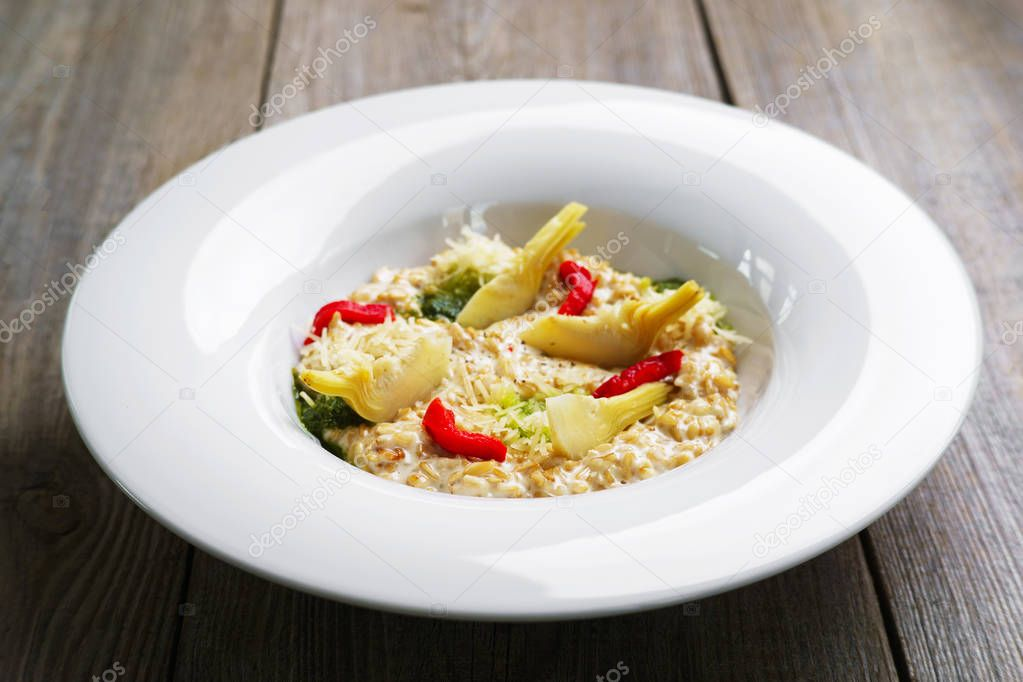 Creamy oatmeal with artichokes and dried tomatoes