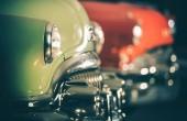 Klasická auta aukce. Řada vozidel, Retro sada na prodej. Automobilový průmysl.