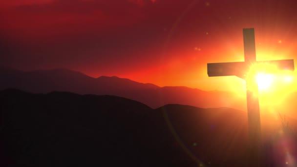 das Licht Christi altes hölzernes Kruzifix auf der Wüste während des malerischen Sonnenuntergangs. christliches Kreuz Sonnenuntergang Hintergrund Animation