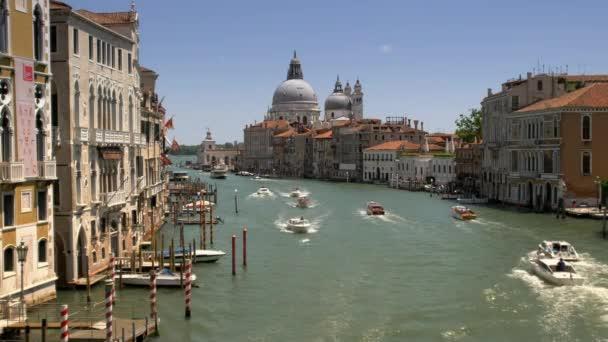 Canal Grande v Benátkách, Itálie. Letní sezonu