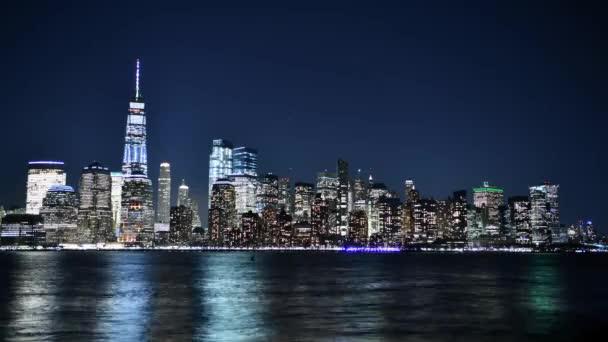 V noci timof Manhattan. New York, Spojené státy americké