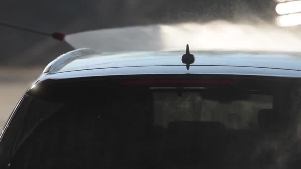 Closeup mytí vozu. Moderní auto uvnitř Closeup světlometů mytí aut.