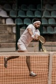 Fotografie handsome retro styled man playing tennis at court