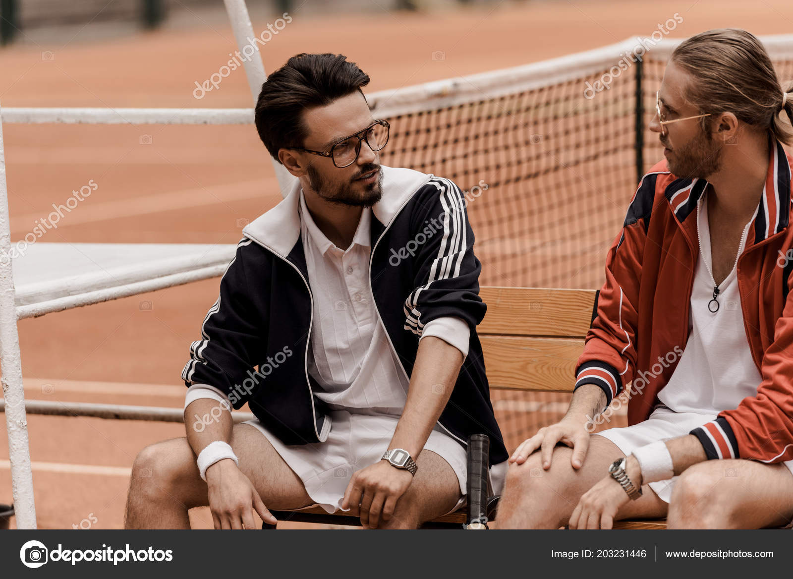 Retro Styled Tennis Players Sitting Chairs Tennis Court Looking Each U2014 图库  ...