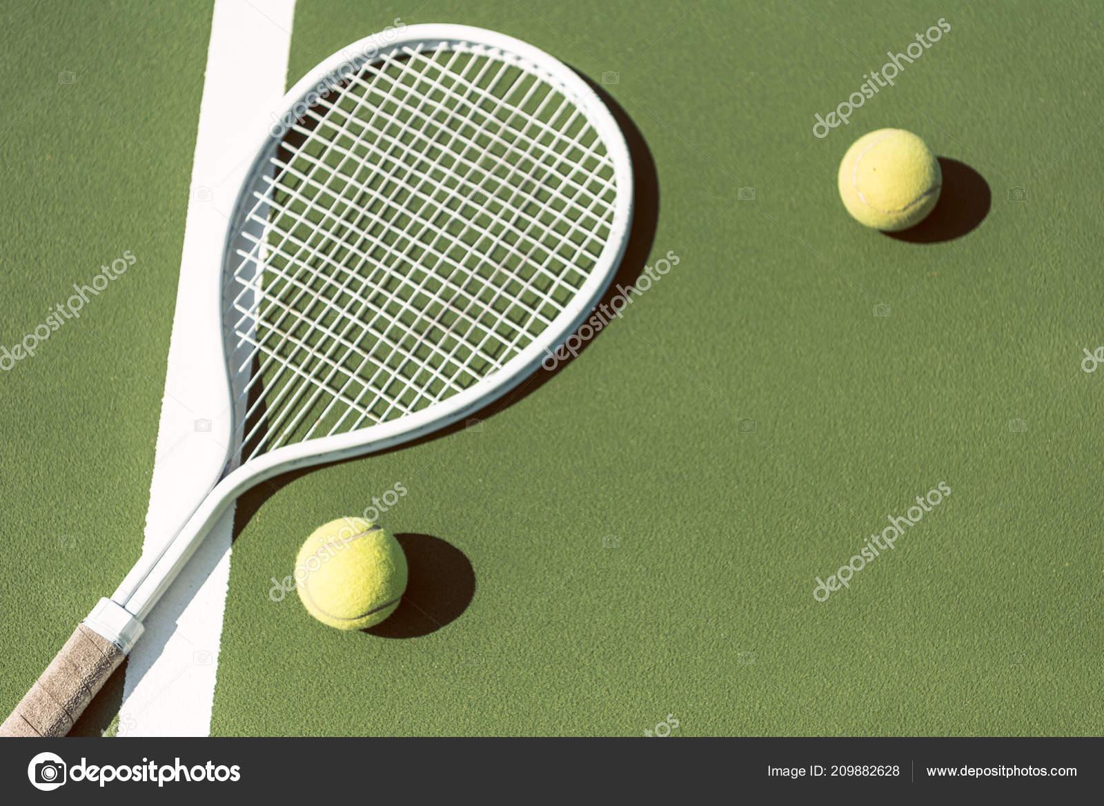 b5cba716c7c Zblízka Pohled Tenis Zařízení Zelený Tenisový Kurt — Stock fotografie