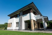 Fotografie outside view of modern house with green lawn