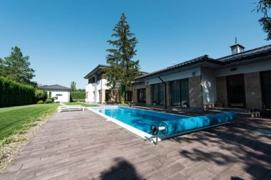 view of house exterior and swimming pool with daylight