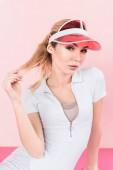 gyönyörű sportoló visor kalapban látszó-nél fényképezőgép pink portréja