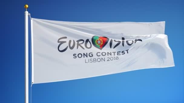 Eurovíziós Dalfesztivál 2018 a lisszaboni zászló integetett a lassú mozgás ellen, kék ég, szerkesztői animáció, zökkenőmentesen végtelenített, közelről, elszigetelt alfa csatorna fekete-fehér matt.