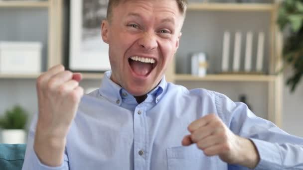 Podnikatel, slaví úspěch gesto v úřadu