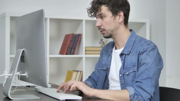 Giovane Designer creativo, lasciare lincarico dopo aver lavorato sul Desktop