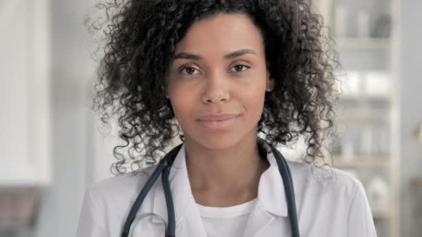 Porträt einer afrikanischen Ärztin