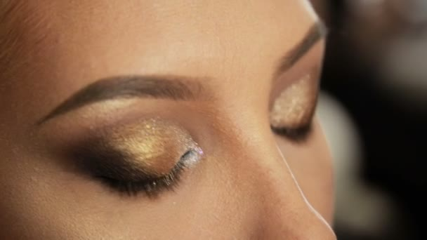 Beauty saloon Blonde Close-up of eye with make-up