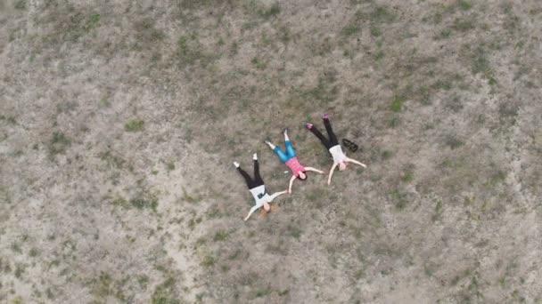 Függőleges mozgás repülés több mint három ember fekszik a földön