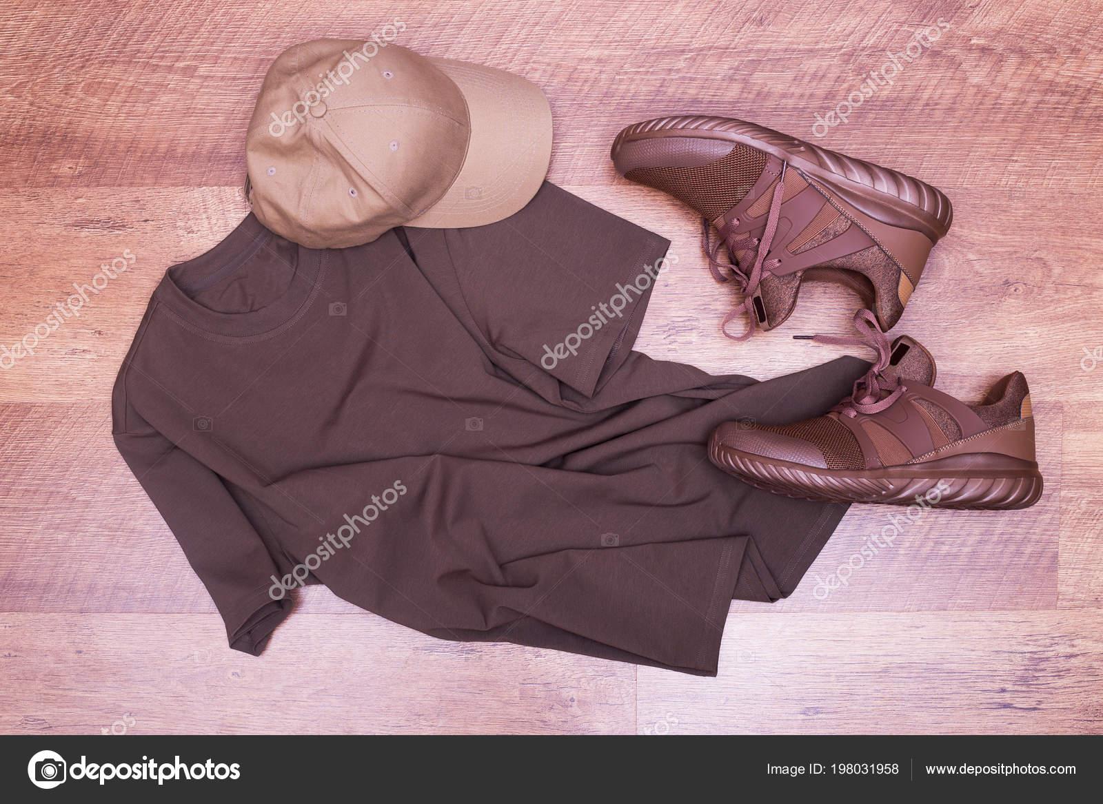 c4d9f71352 Camiseta Marrom Cap Sapatilhas Verão Cap Marrom Sapatos Masculinos Com  Camiseta 70c019