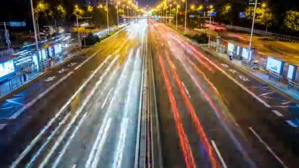 Zeitraffer des regen Autobahnverkehrs in der Nacht in Peking-Stadtchina