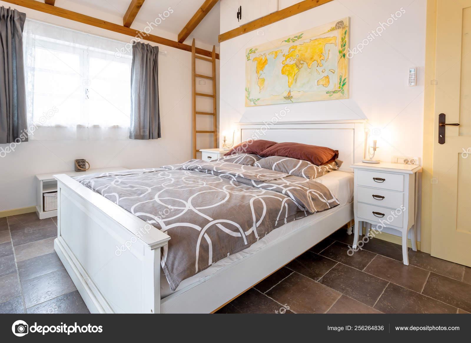 Master bedroom in beach villa — Stock Photo © jrp_studio ...