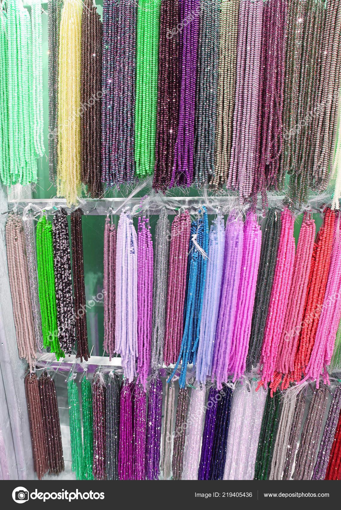 4c73e17918b8 Muchos Collares Perlas Para Venta Tienda Colores — Foto de stock ...