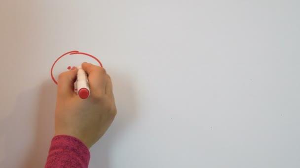 Červená značka losování mužů a srdce. Milostný příběh. Bílé pozadí. Den svatého Valentýna. Romantický pocit. 14 únor ženských rukou. 4k video