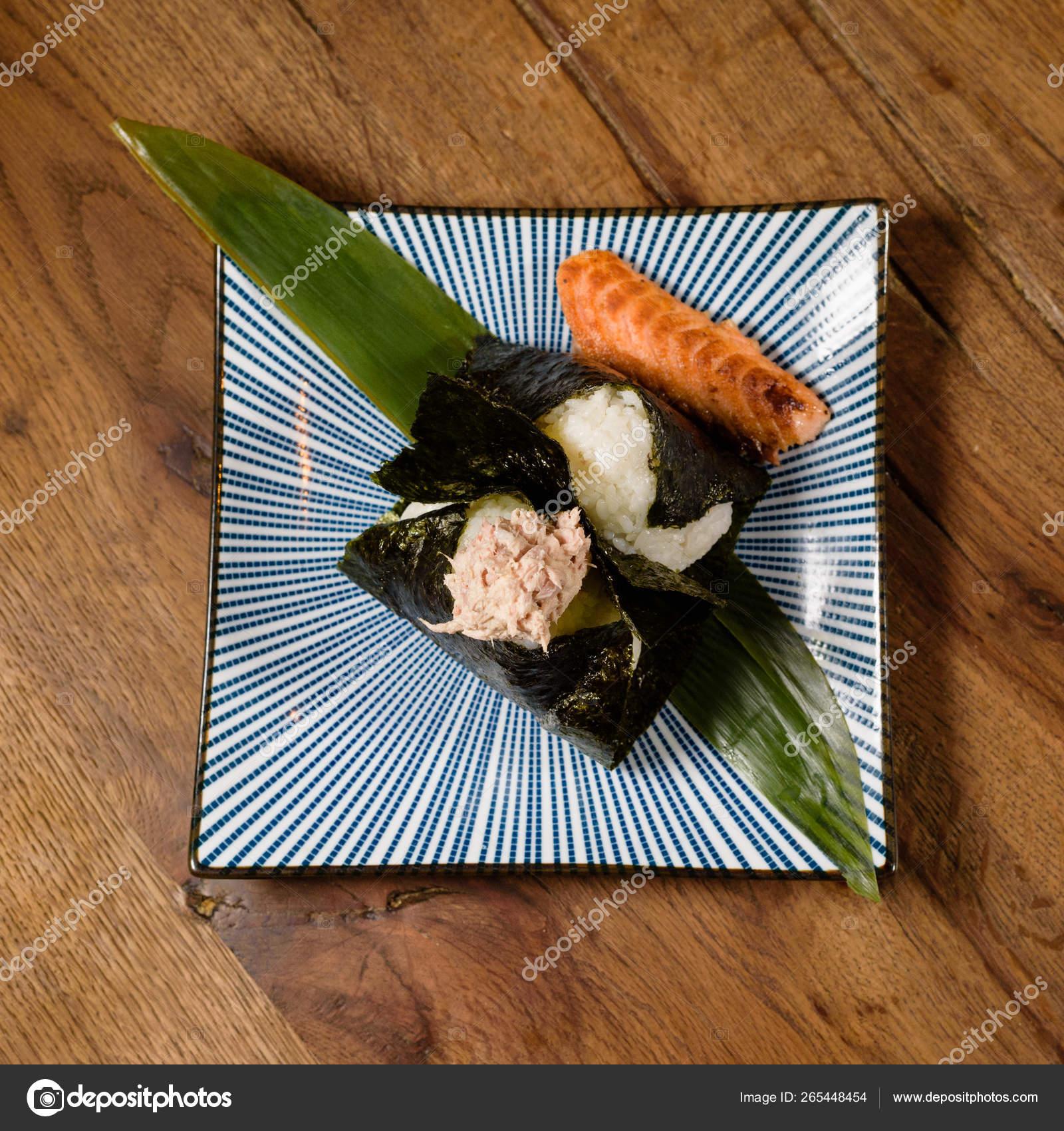Onigiri of roasted tuna and salmon, wrapped in seaweed