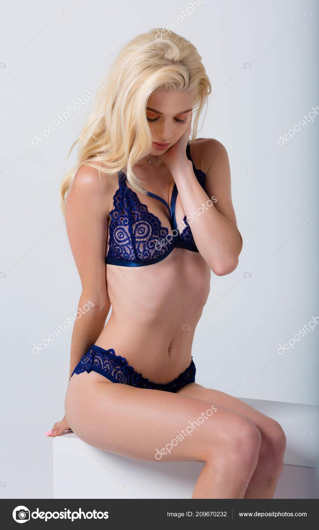 016af65ecfd Όμορφη Σέξι Γυναίκα Φορούσε Ένα Σέξυ Εσώρουχα — Φωτογραφία Αρχείου ...