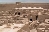 Rayen hrad (Arg-e Rayen v perštině) je starověké adobe hrad v provincii Kerman, Írán