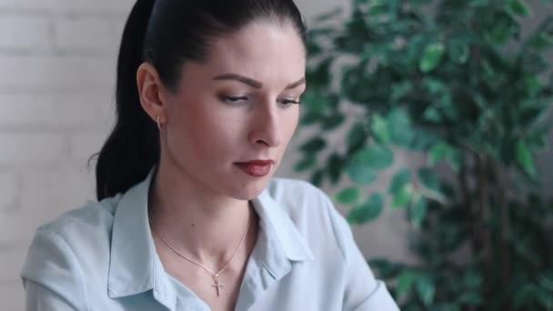 Девушка модель работы со стрессом работа в правоохранительных органах для девушки
