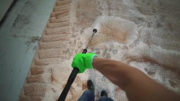 Čištění vysokotlaké mytí koberců.