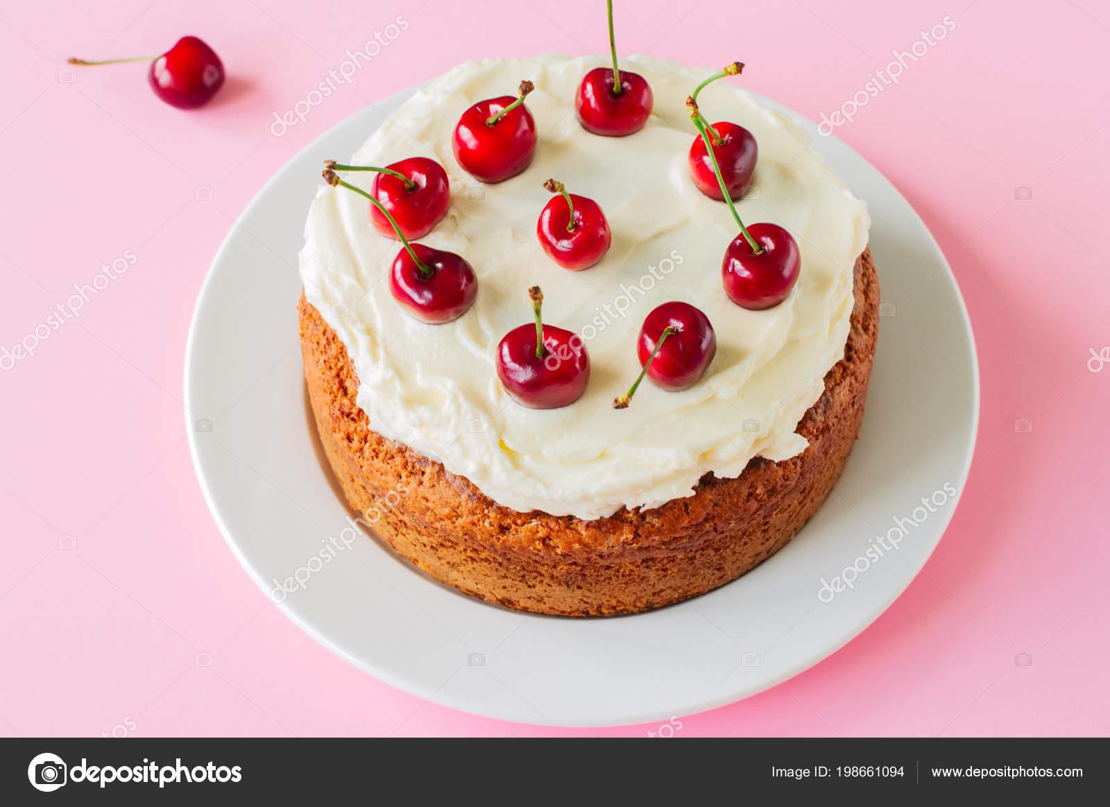 Hausgemachte Saure Sahne Kuchen Mit Frischkase Zuckerguss Dekoriert