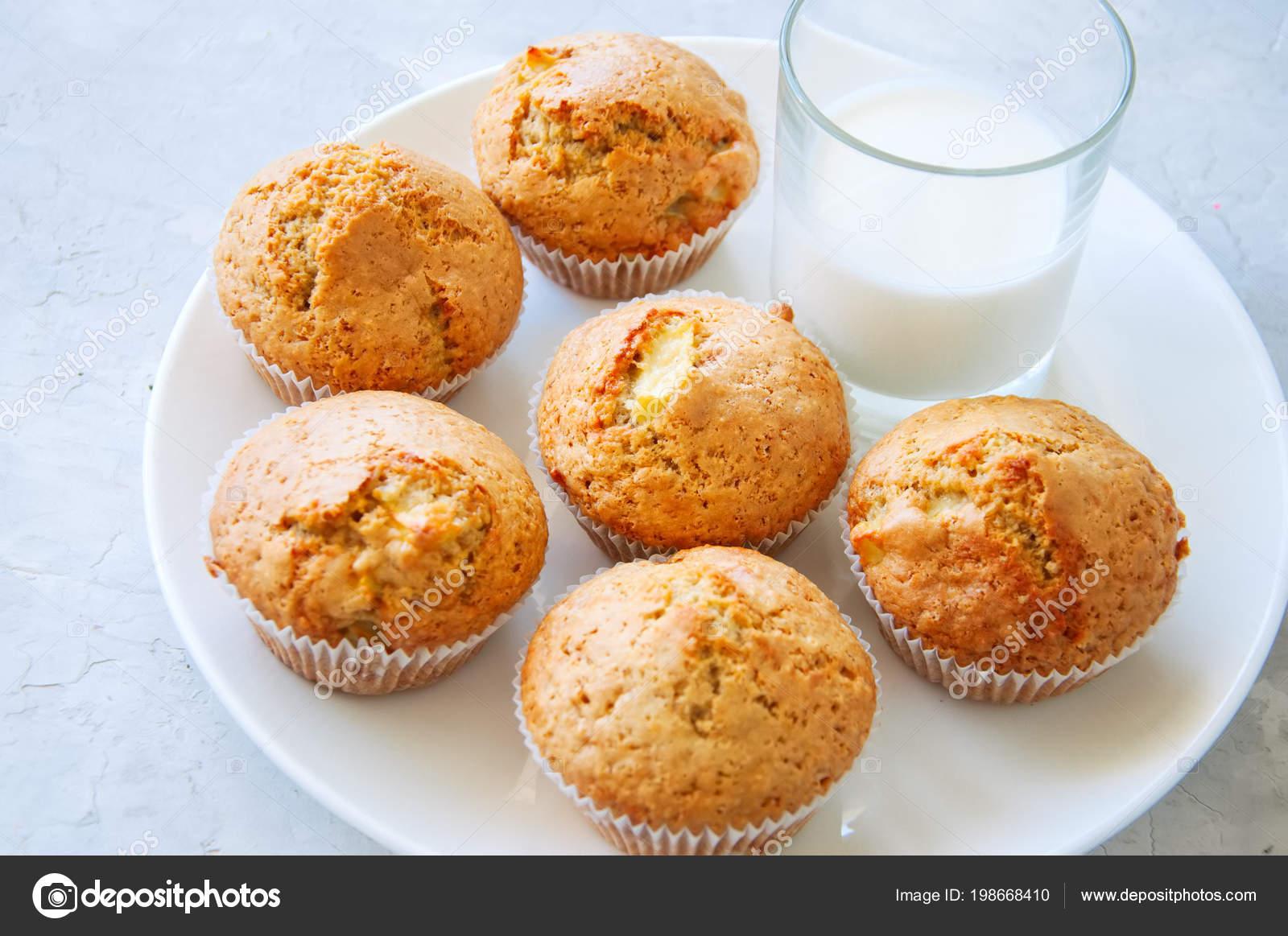 Gluten Freie Mandelmehl Muffins Mit Apfeln Einer Schussel Auf Einem