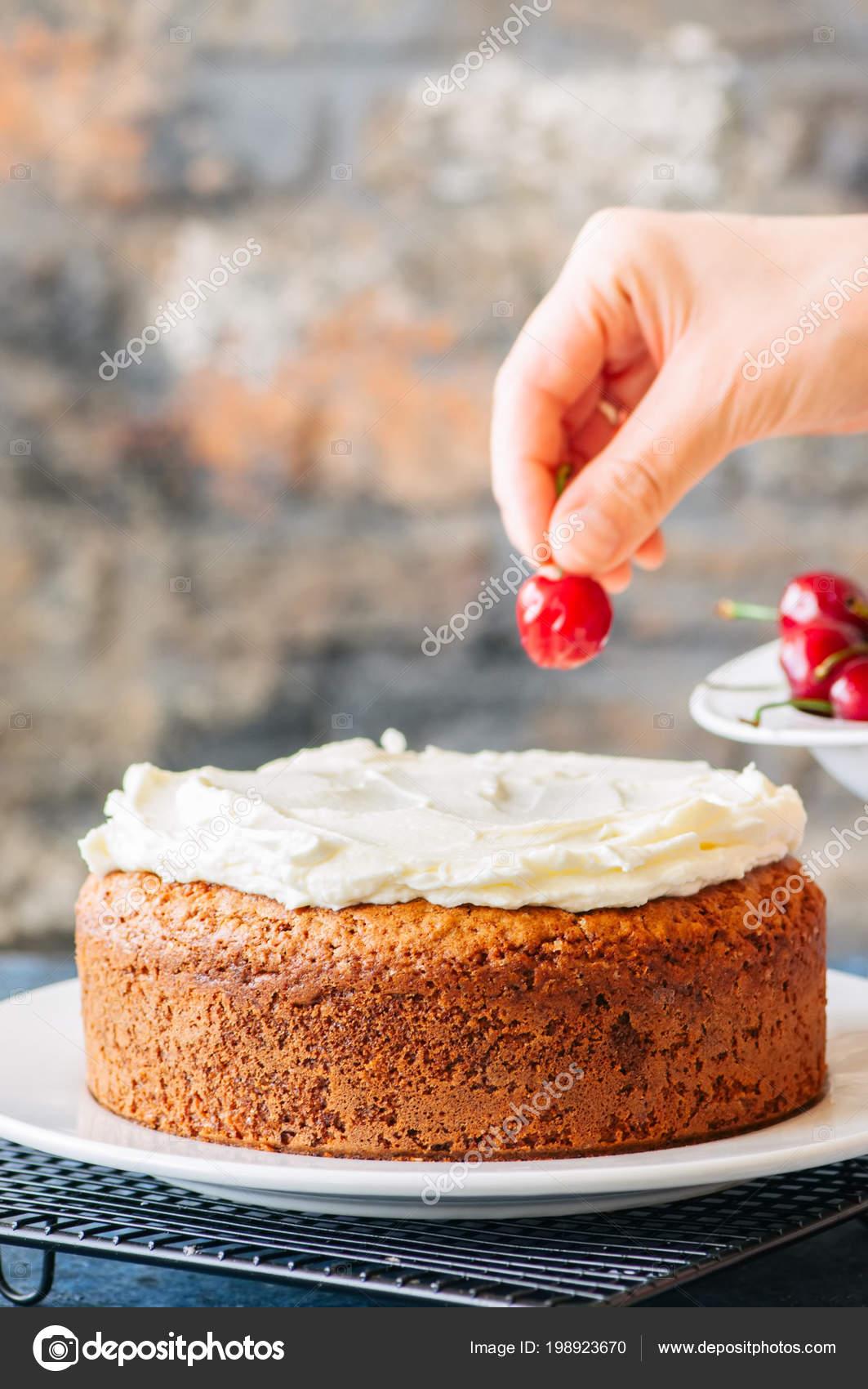 Frau Hausgemachter Frischkase Frosting Saure Sahne Kuchen Mit