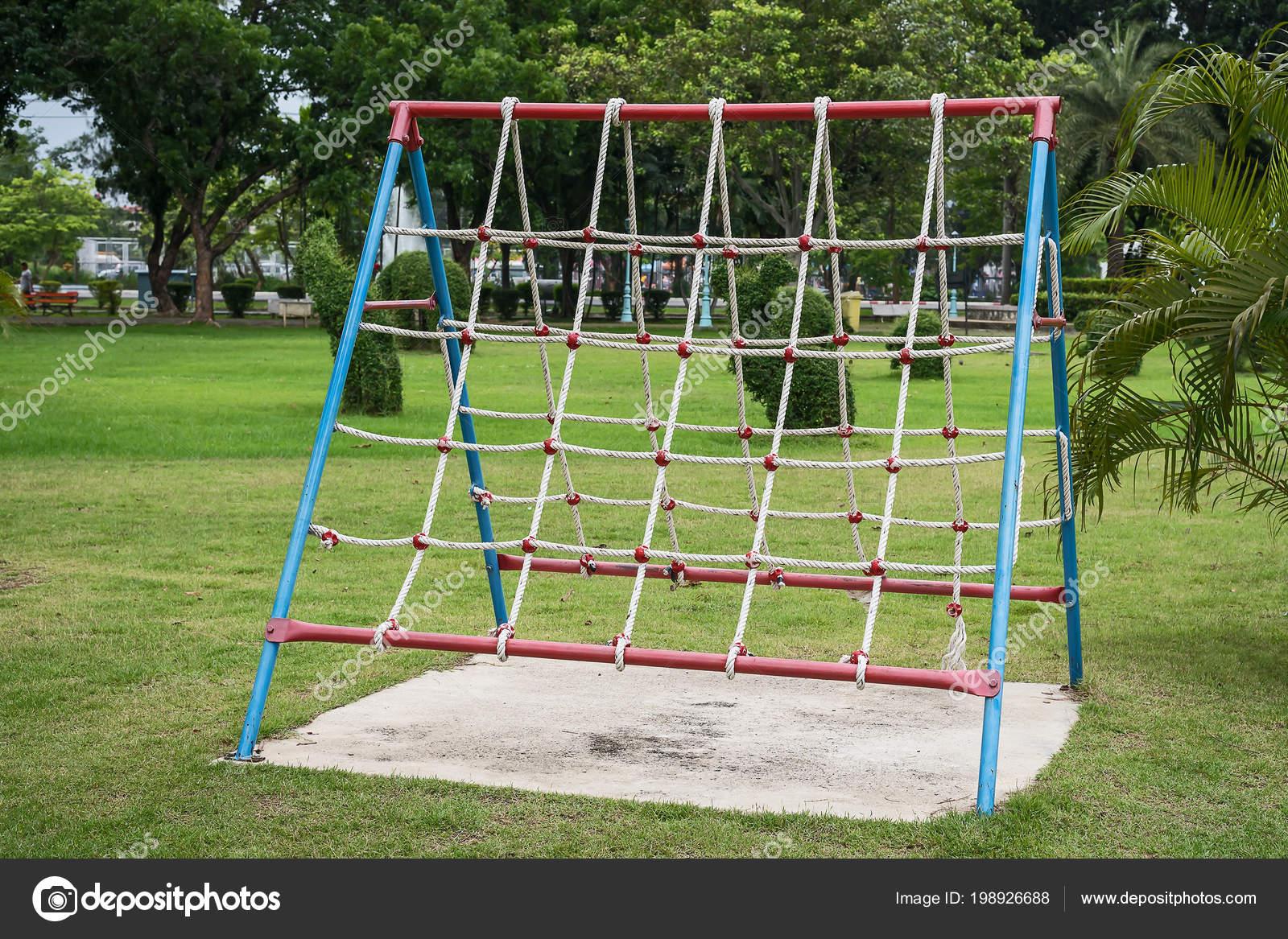 Klettergerüst English : Klettergerüst für kinder klettern u stockfoto appstock