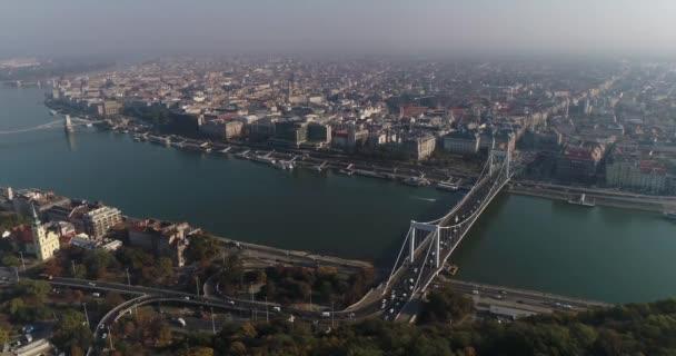 Budapest, Magyarország - Erzsébet híd panoráma