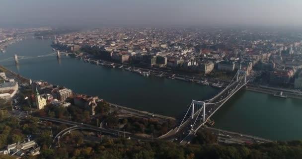 Budapest, Magyarország - Erzsébet híd, panorama, légi