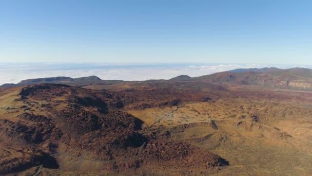 Letecký pohled na národní Park Teide letu nad horami a lávou. Tenerife, Kanárské ostrovy