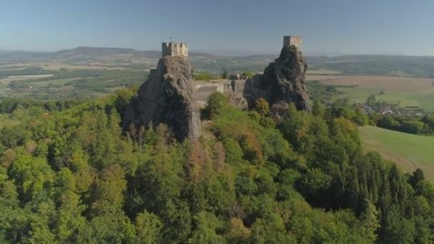 Maradványai gótikus kastély Trosky a nemzeti park Cseh paradicsom. Légifelvétel